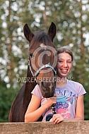Fotosessie meisje met haar paard
