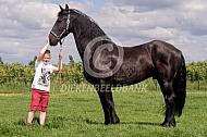 Jongen met Fries paard