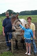 Familieportret met trekpaard