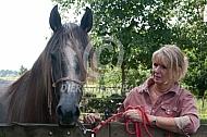 Vrouw met Lucitano jaarling