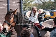 Kinderen op een trekpaard